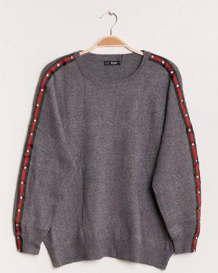 Sivý sveter s kamienkami