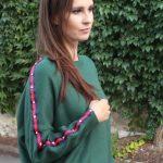 Zelený sveter s kamienkami