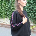 Čierny sveter s kamienkami